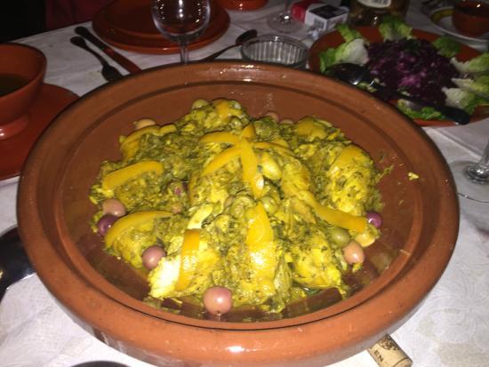 Dar Amanza : Tajine de poulet aux citrons et olives