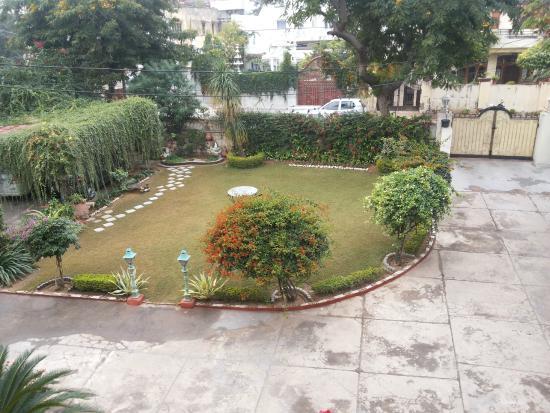 Rawla Rawatstar: garden