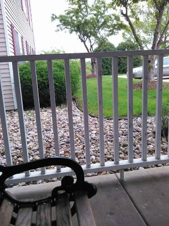 Country Inn & Suites By Carlson, Davenport: Quiet morning coffee on the patio