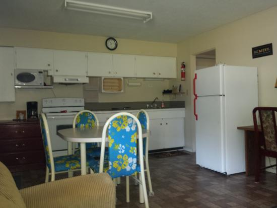 The Riviera Motel: 2 bedroom Family room, sleeps 6, full kitchen