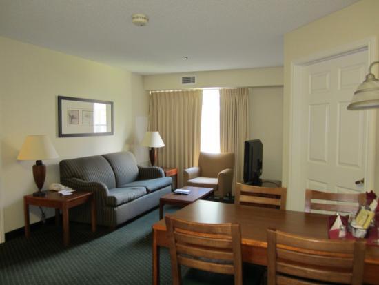 Residence Inn Brownsville: 2 bedroom suite living space