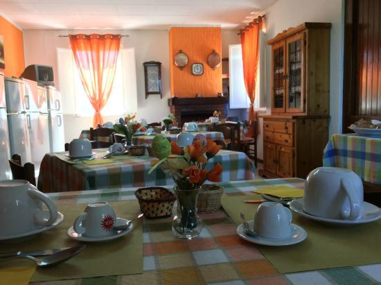 Agriturismo Santa Lucia : I tavoli per la colazione