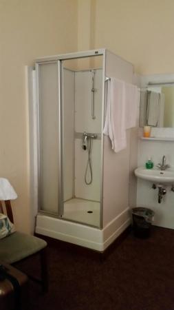 Hotel Pension Insel Rügen: Duschabtrennung total defekt