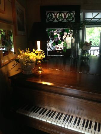 91 South: Weekly Piano Bar with Rob Robbins