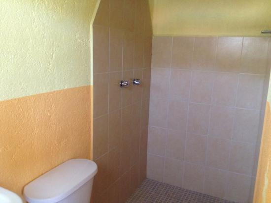 Hotel Las Salinas: regadera baño