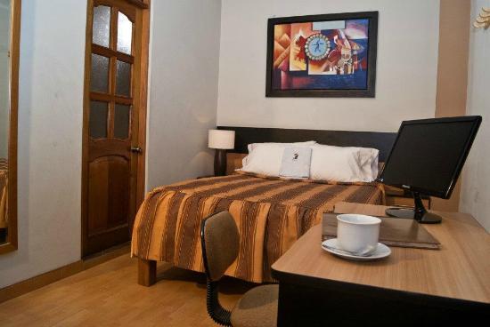 Baño Relajante Jacuzzi:Hotel Khon Wa: Todas las habitaciones ofrecen un acogedor espacio, luz