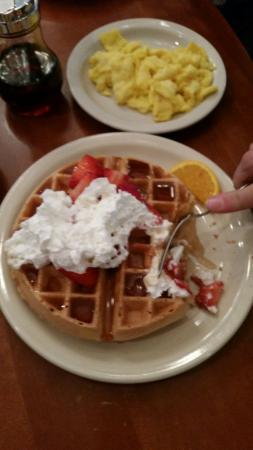 Sunset House : Waffle and eggs