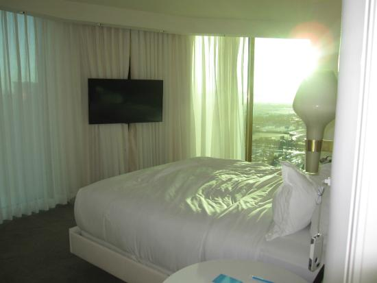 Delano Las Vegas Sun Drenched Panoramic Bedroom In The Morning