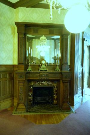 Howard Steamboat Museum & Mansion : Intricate carvings on the all the fireplaces