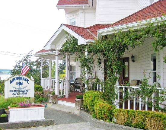 Anchorage Inn Bed and Breakfast: B&B front entrance