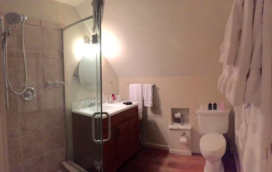 J. Palen House Bed & Breakfast: Miller Suite Bathroom w/large walk-in shower, no bathtub