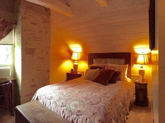 J. Palen House Bed & Breakfast: Miller Suite Bedroom