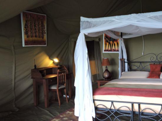 Sametu Camp: Very comfy bed...luxurious!