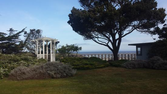 Best Western Vista Manor Lodge: Great view from property..right across from beach