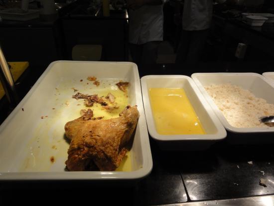 Houmt Souk, Tunisia: Chicken for dinner