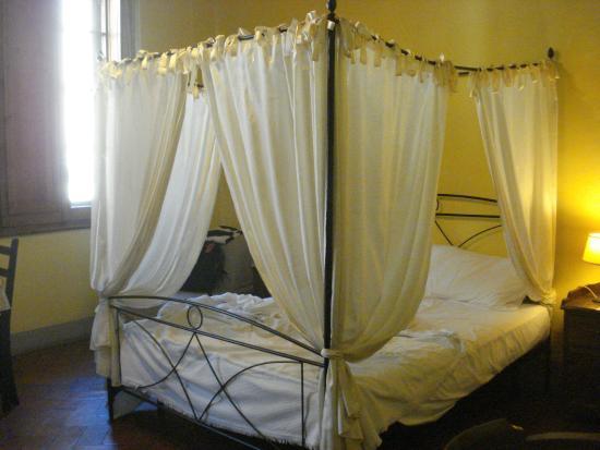 La Residenza del Proconsolo: Four poster bed in room