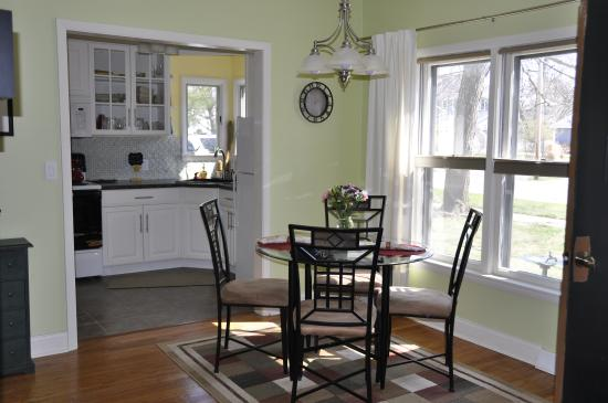 Parkside Bed and Breakfast : Kitchenette and dining