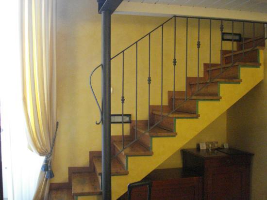 Locanda Il Maestrale: Stairs to bed loft