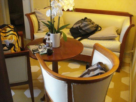 Locanda Il Maestrale: Sitting area on main floor of our room