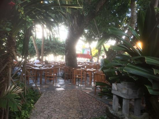 Hotel Kumala Pantai: Restaurant