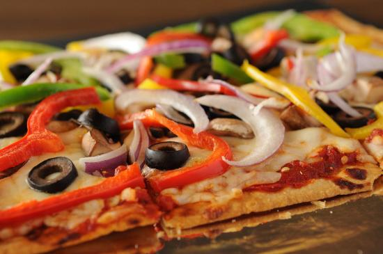 8 Mile Bar & Grill: Veggie Delight Flatbread Pizza