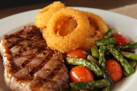 8 Mile Bar & Grill: Mouth-watering steaks served with onion rings