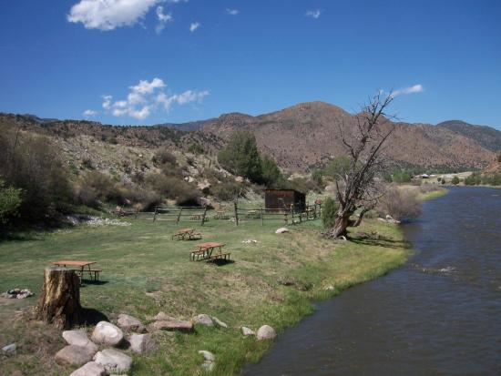 Sweetwater River Ranch: Group tent area
