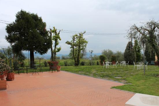 Villa La Nina: Zona relax di fronte alla Villa