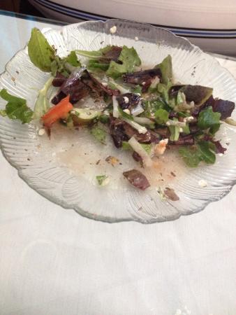 Yannas Taverna: Greek salad, Athenian combo, baklava, and a stuffed pepper.