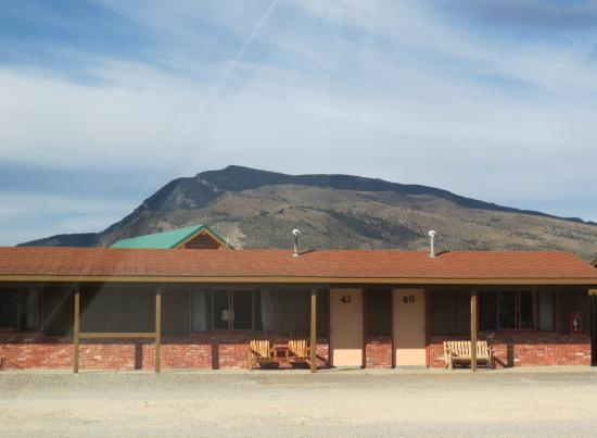 Big Bear Motel: open land from Big Bear to the mountains