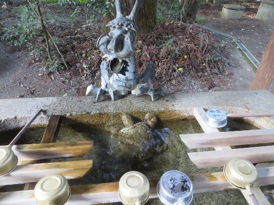 Harimakuni Ichinomiya Iwa Shrine : 亀と龍の手水舎