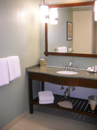Toll House Hotel: Nice bathroom
