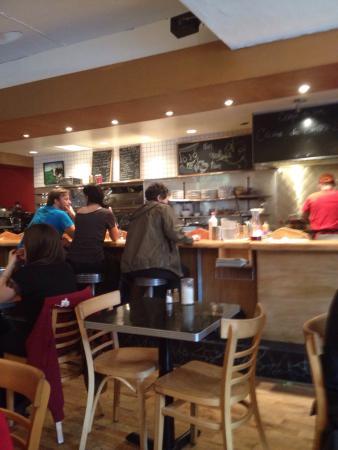 Restaurant Les Belles Soeurs : Corner location, lunch counter