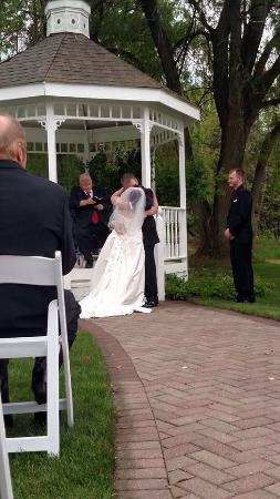 Willow Pond Bed, Breakfast and Events: Our wedding day was made especially perfect, thanks to Renee and Joe.
