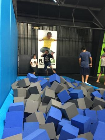 ‪Fly High Trampoline Park‬