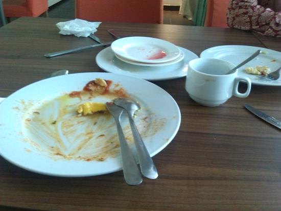 StarCity Hotel Alor Setar: Plate not clear!