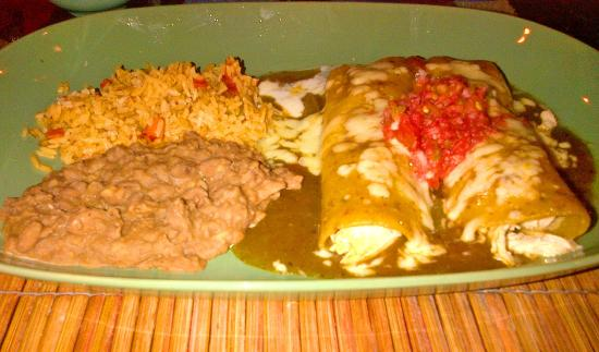 Mike's Tex Mex Restaurant: Chicken enchilada plate