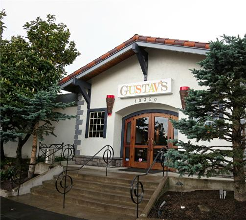 Gustav's German Pub & Grill: The entrance to the restaurant