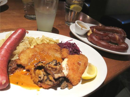 Gustav's German Pub & Grill: Munich Feast