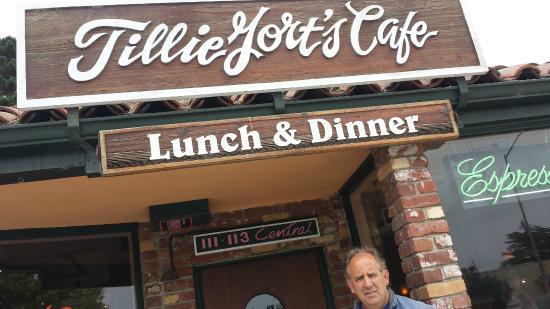 Tillie Gort's: Entrance