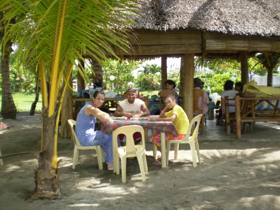 Canonoy Beach Resort: Lunch with family