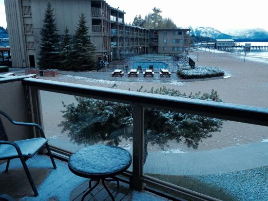 Tahoe Lakeshore Lodge and Spa: What I woke up into three days in a row.