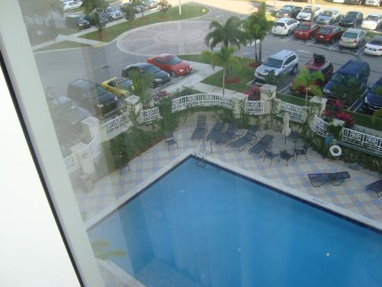 Hilton Garden Inn Miami Airport West: piscina
