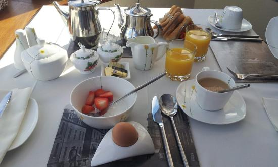 Ardlinnhe Guest House: Breakfast with lake view