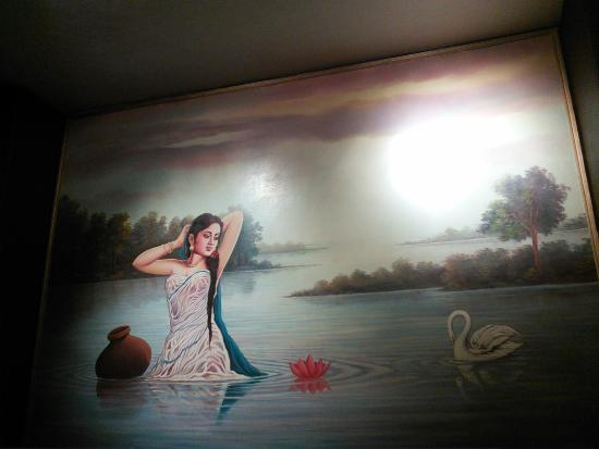 Bari Restaurant: Large scale wall art 1