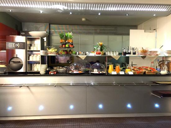 Design Hotel F6: レストラン種類少ないですが美味しいです、スタッフのおばさんも優しい!