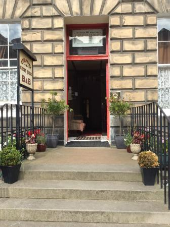 Caravel Guest House: Entrance (Georgian Building)