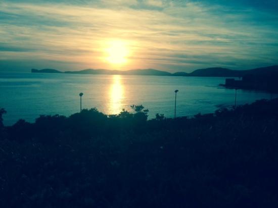 Boipeba Bed and Breakfast: Sunset over Alghero