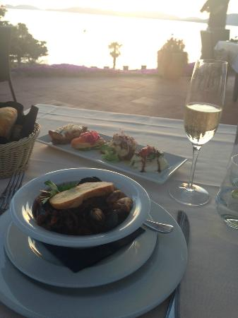 Boipeba Bed and Breakfast: Dinner at Villa Monte a ten minute walk away - exceptional place for sunset dinner!