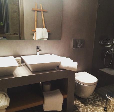 Pepi Studios: Junior Suite bathroom
